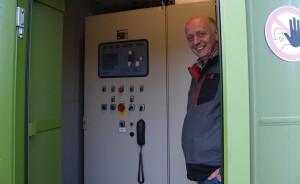 In den Schaltschränken verbirgt sich jede Menge Steuerungstechnik. Norbert Frehe hat aber nichts damit zu tun: Die Anlage wird komplett fernüberwacht. Foto: Ulrike Havermeyer