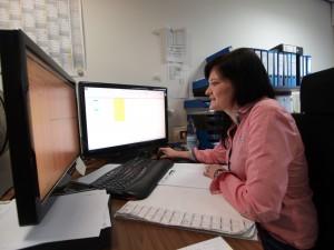 Organisationstalent: Seit acht Jahren arbeitet Monique Freye im Linienbüro des Busunternehmens Hülsmann in Voltlage. Dort ist sie unter anderem für die Planung der Schülerbeförderung im gesamten Nordkreis zuständig.