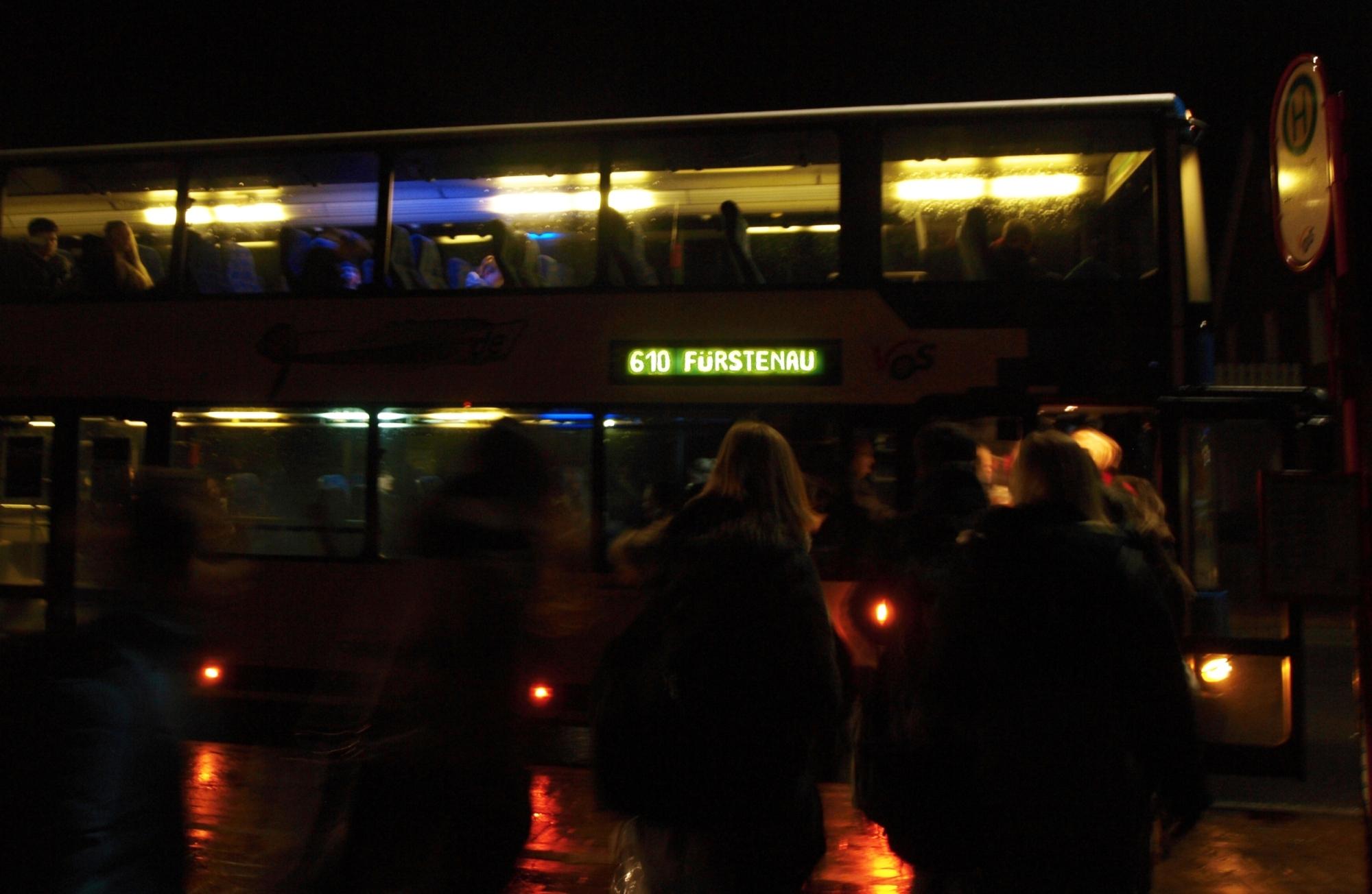 Frühmorgens um halb sieben holt die Linie 610 die Neuenkirchener Schüler ab, die die IGS in Fürstenau besuchen. Während auf der Hinfahrt ausreichend Plätze im Bus vorhanden sind, wird es später bei der Rückfahrt schon mal eng.