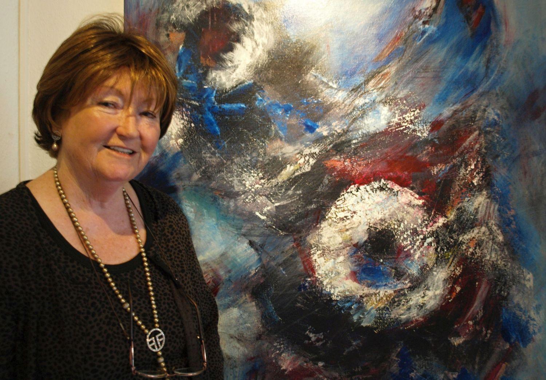 """""""Wenn ich male, dann geschieht das von Innen heraus"""", sagt die Iburgerin Barbara Wölkes. Ihr Markenzeichen: intensive Farben in kraftvollen Kompositionen. Foto: Ulrike Havermeyer"""